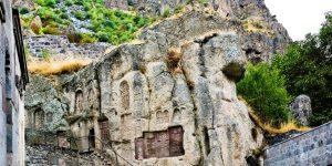 10 arsye për të vizituar Armeninë dhe manastiri misterioz në shkëmb