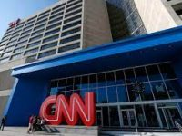 CNN pushon tre punonjës pasi shkuan në punë të pavaksinuar