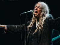Patti Smith; punk, poezi dhe forca e pastër e të qenit bashkë
